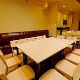 テーブル席は、レイアウトが自由自在に変更可能