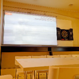 大画面のスクリーンで映像が楽しめます