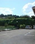 専用駐車場。17台まで駐車可能。大型バスもOK!