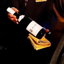 厳選するワインの数々。