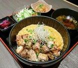 ランチタイム人気一番の親子丼定食