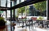 ◇テラス席◇ 明るい雰囲気の空間で会話が弾むひとときを…