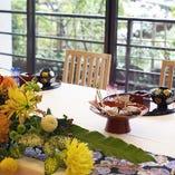 装花で幸せいっぱいの披露宴