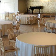 客席と舞台をきちんと区別され、広がる宴会演出も広がります。