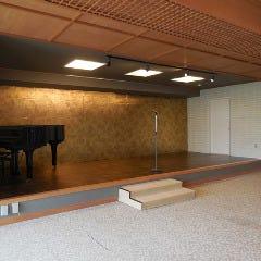 グランドピアノも設置されている為、演奏も可能です。