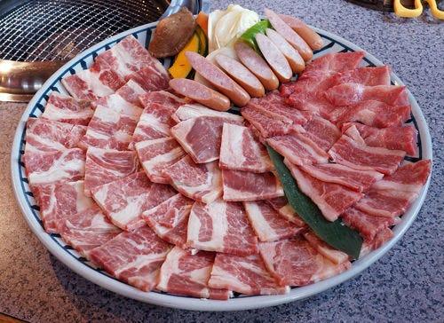 お昼のおまかせ飛騨牛1500円コース (写真は5人前)