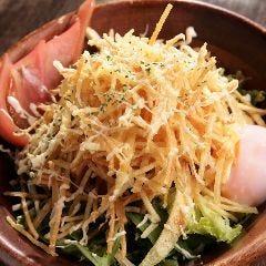 温泉玉子とジャガイモのカリカリサラダ