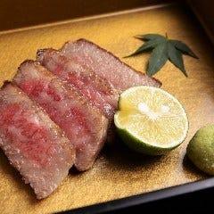 神戸牛の三角バラ炙り焼き