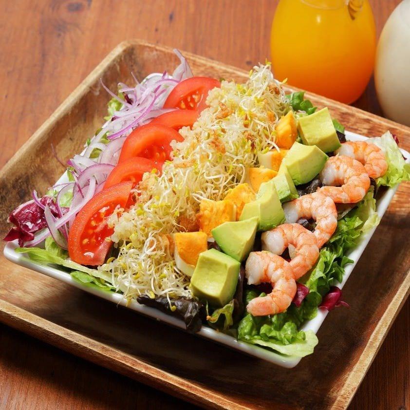 ハワイで定番の彩り豊かな具だくさんサラダ♪