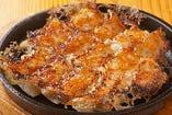博多鉄なべ餃子など九州名物の一品もいろいろございます