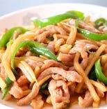 3、「チンジャオロース」または「牛肉としめじとお野菜の炒め物」