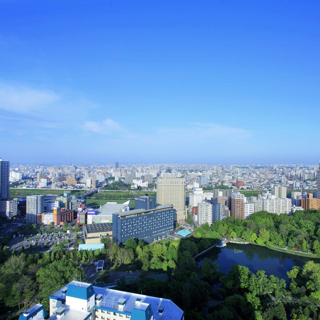 <全日営業になりました> 中島公園を見下ろす景色も人気です。