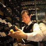 常時3名のソムリエがお客様のお好みのワインをお探しします