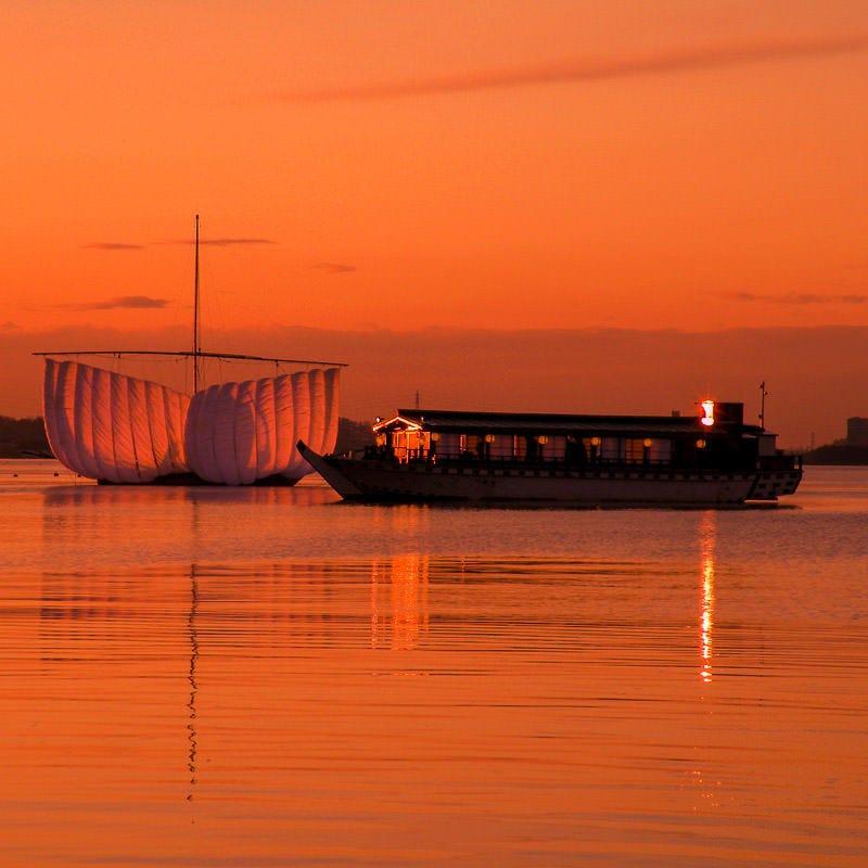料亭の屋形船で霞ヶ浦の粋な船遊び