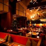 ホテル内にあるレストラン《ザ タヴァン グリル&ラウンジ》。