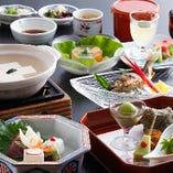 ディナーは嵯峨の湯豆腐が人気の豆腐会席や湯葉会席をどうぞ。