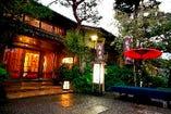 落ち着いた趣きの渡月亭別館・松風閣玄関。