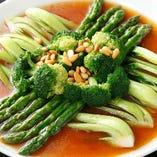 旬の三種グリーン野菜のオイスターソースがけ