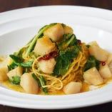 数量限定《料理長おすすめ》 帆立と三浦産ルッコラのペペロンチーノ 自家製タリオリーニ(セット付)