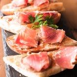 スペイン産フォアグラムースとハモンセラーノのパンコントマテ