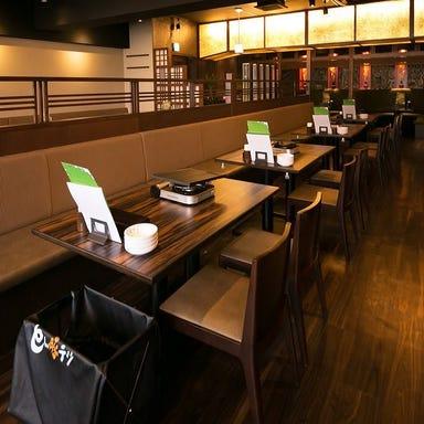 韓国料理 サムギョプサル とん豚テジ 新宿東口ゴジラロード店 店内の画像