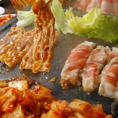 韓国料理 サムギョプサル とん豚テジ 新宿東口ゴジラロード店