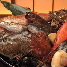 生け簀で運ぶ江戸前と全国直送の鮮魚