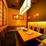 茶室風完全個室は2~6名様まで対応。 週末の予約は難しい。