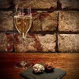 スパークリングワインと自家製トリュフチョコレートセット