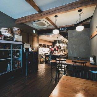 お酒とピッツァ 洋食家セブン  店内の画像