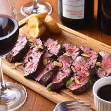 ワイン片手に【名物】がっつりお肉を