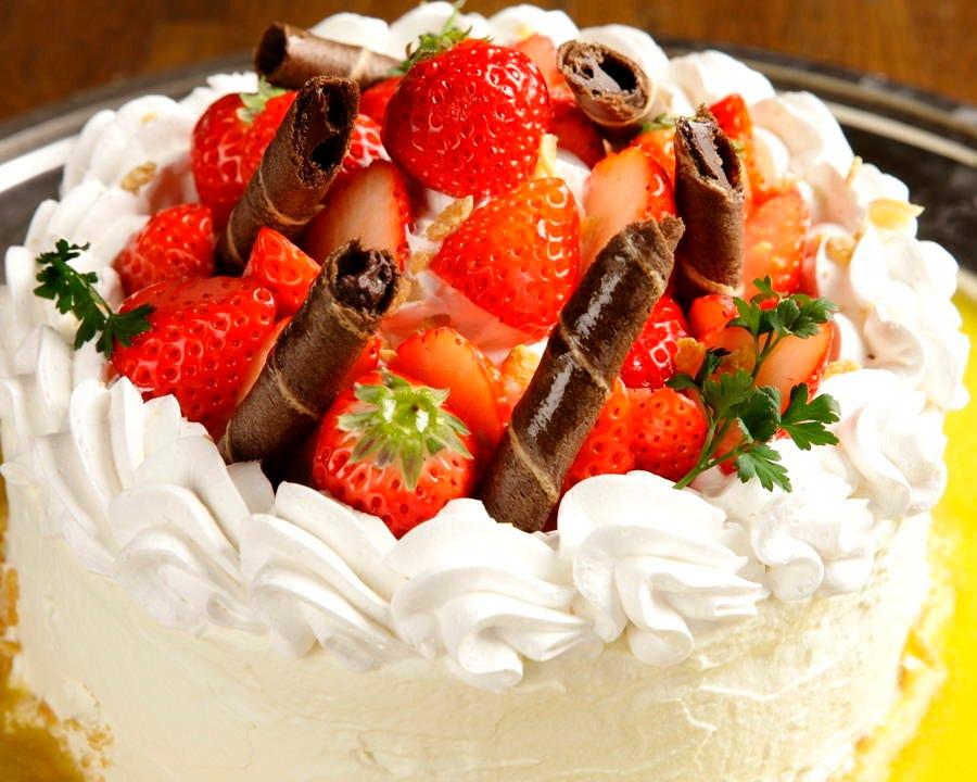 各種お祝い事にはケーキもご用意します!