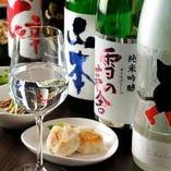 日本酒は地方の銘酒から王道まで常時、数十種類揃えております。