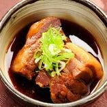 手間暇かけてじっくりと煮込んだ『豚の角煮』味がしゅんでます!