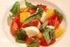 トマトと水牛のモッツァレラチーズのカプレーゼ