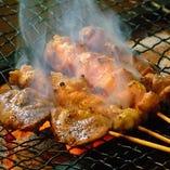 炭火でじっくり焼き上げる串焼きはお酒がすすむ逸品