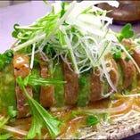 豚ヒレ肉とアボカドのサラダ。女性にも人気♪