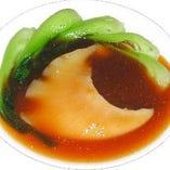 高級食材のフカヒレの姿煮は上品な味わいです。