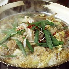 名物「もつ鍋」 ~プルプルぷりっぷりの小腸と国産野菜の旨味が食べあきのこない素朴な味を醸し出します~