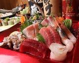 吟味を重ねた、伊豆の地魚を中心に盛り込みます。