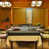 少人数から利用可能な和の雰囲気の完全個室を完備