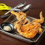 いろいろな部位を食べられる『ひな鶏の半身唐揚げ』