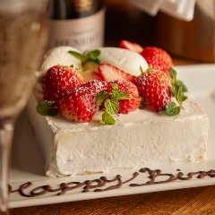 <お誕生日には特製ケーキにメッセージを添えて>