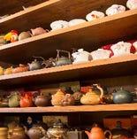 茶器のコレクション かわいらしいものから変わったものまで。