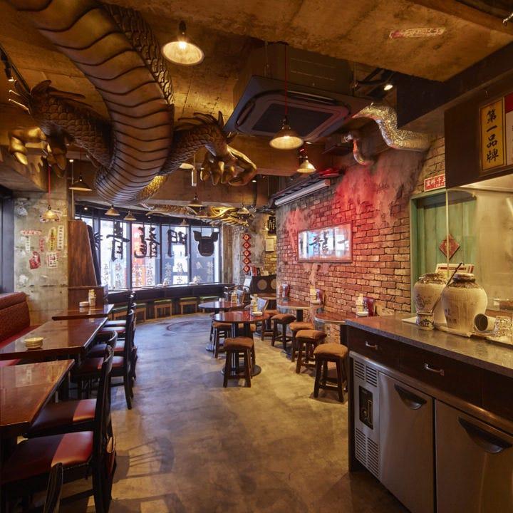 台南の老舗飯店をイメージした店内