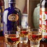 紹興酒はヴィンテージ感満点のカメ出し等、豊富なラインナップ