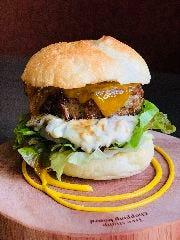 和牛ミートローフと和風タルタルソースのハンバーガー