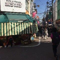 駅前の八百屋「ボラボラ」の商店街を直進