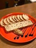 まずは!鶏の自家製パテ(なんこつ入)食べ易いパテです。