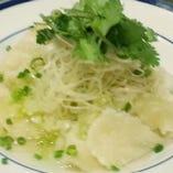 """葱、しょうがの薬味 手打ちちぎり麺""""拌麺"""""""